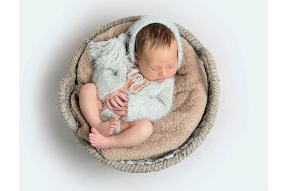 A Handy Shopping Guide for Buying Best Bassinet for Newborn